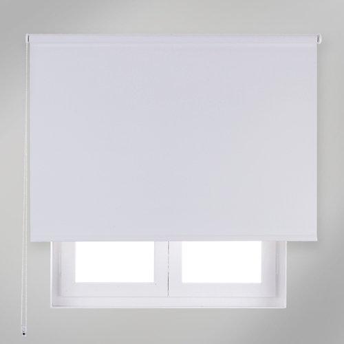 """""""Estor enrollable opaco en color blanco. Composición del tejido en poliéster y Pvc, ideal para bloquear la entrada de luz en las estancias, así como para aquellos lugares donde no se disponga de persianas. Medidas: 84 x 190 (ancho total x alto)."""