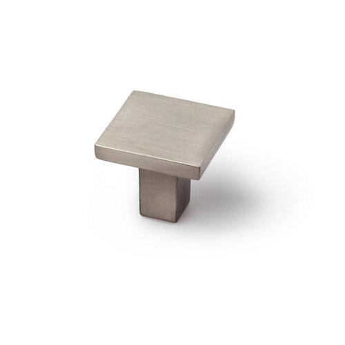 Pomo fabricado en zamak níquel satinado, medidas: 30x28mm