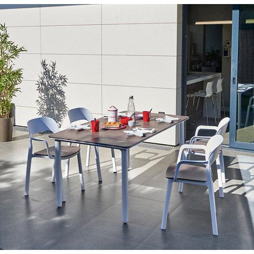 Conjunto de muebles de exterior noa de resina para 4 comensales