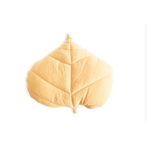 Cojín forma hoja mostaza amarillo 40 x40 cm